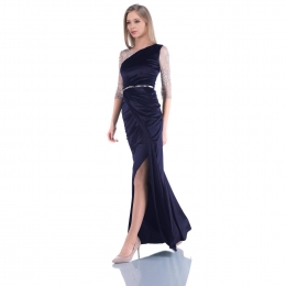 Fii intotdeauna sexy!✨  Pe www.voglia.ro te intampinam cu o gama larga de rochii de seara. #rochii #rochiideseara #rochiielegante #rochiecatifea #catifea #shooting #fashion #fashionstyle #fashionista #fashionblogger #fashionphotography #fashioninspiration #magazin  #fabricatinromania #elegant #elegantstyle #store #instagood #instaphoto