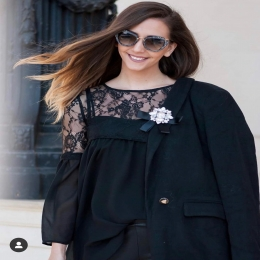 Back to office! 📚 Ce spui de o bluza noua? Comand-o pe site  ⏩ www.voglia.ro  #vogliaforfashion #magazin  #fashion #black #streetstyle #streetphotography