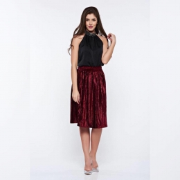 Fii intotdeauna eleganta in tinutele Voglia.ro !✨  Pe www.voglia.ro te intampinam cu sute de articole. #fusta #fustaplisata #rochiielegante #rochiecatifea #catifea #shooting #fashion #fashionstyle #fashionista #fashionblogger #fashionphotography #fashioninspiration #magazin  #fabricatinromania #elegant #elegantstyle #store #instagood #instaphoto