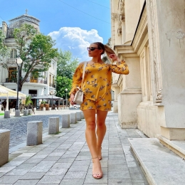 We love this dress!  Wear Voglia.ro ❤️! 🇹🇩Made in Romania  #vogliaforfashion #fashion #moda #rochii #modafeminina #rochiidezi #tochiideseara #style #stylefashion #styleinspiratsion #outfit #outfitinspiration #outfitoftheday #fabricatinromania #bucuresti #cluj