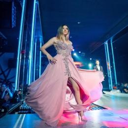 💃🏼 Look like a star🌟💫 👩🏼💻Gasesti peste 1.000 de modele de rochii pe www.voglia.ro  #vogliaforfashion #fashion #fashionshow #elegance #luxury #nightdress #instagood #likeforlikes